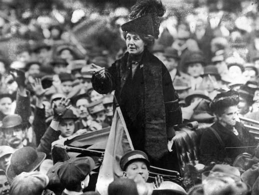 """Emmeline Pankhurst :""""Las mujeres hemos despertado … y nada en el cielo hará que cedamos; esimposible"""""""
