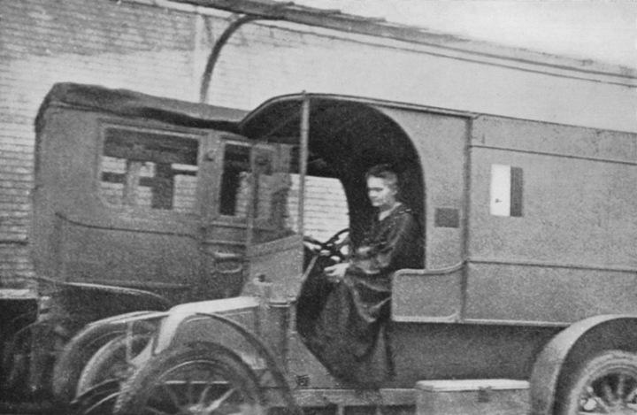 Marie Curie en ambulancia Rayos X durante la I Guerra Mundial